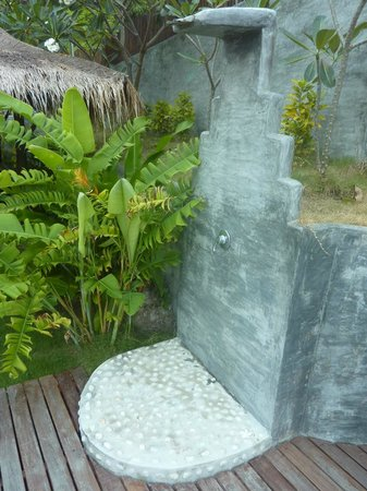 Koh Tao Heights Boutique Villas:                   Outdoor shower.