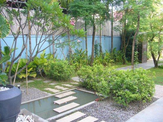 Frangipani Villa Hotel, Siem Reap:                   บริเวณโรงแรม