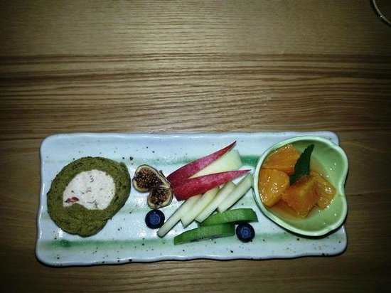 Sauan:                   dessert of roll cake with artfully sculpted apples and citrus