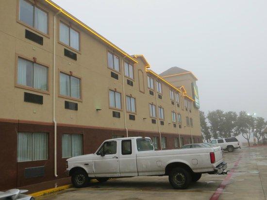 Quality Inn & Suites SeaWorld North:                   Parking