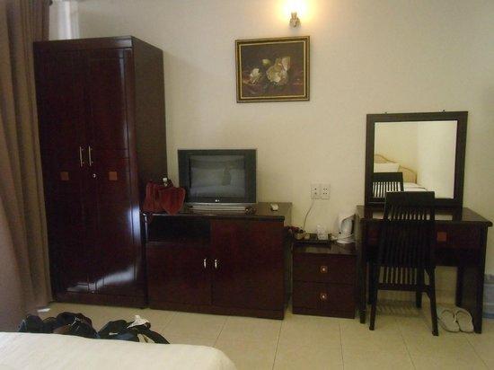 Saigon Zoom Hotel:                   small but decent room