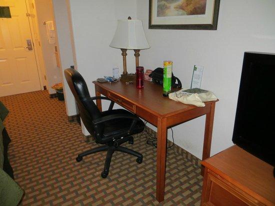 Quality Inn & Suites SeaWorld North:                   Desk