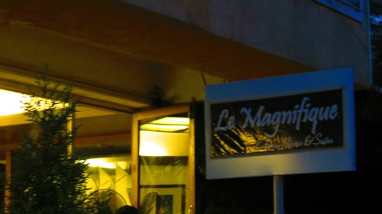 Le Magnifique:                   entrance