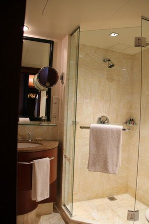 Four Seasons Hotel Sydney:                   Bathroom