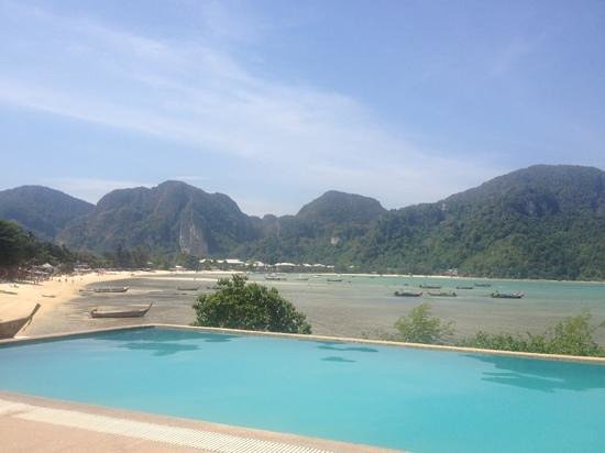 Phi Phi ViewPoint Resort:                   The infinity pool looking over the beach. The money maker!