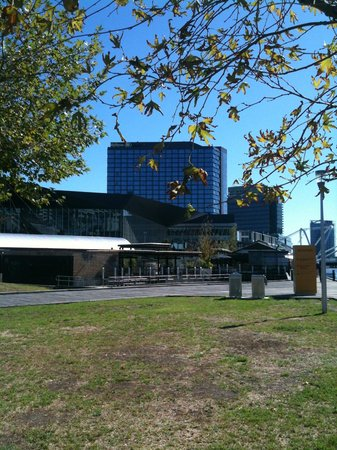 Pan Pacific Melbourne: Hotel above Convention Centre from Boardwalk