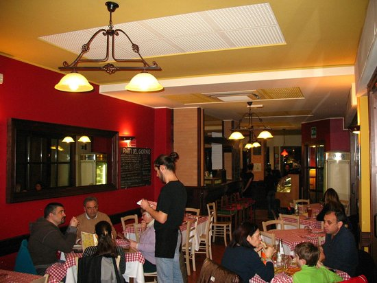 Pizzeria Stravinskij :                   La sala interna