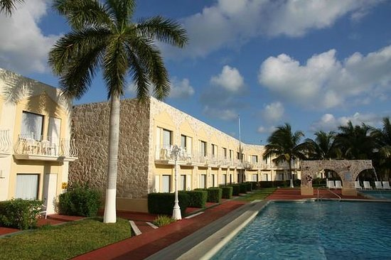 Holiday Inn Express Cancun Zona Hotelera: Innenhof