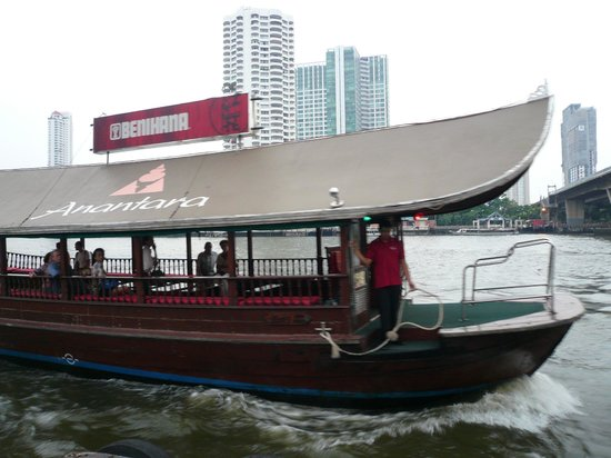 Anantara Riverside Bangkok Resort: Hotel Boat to the center