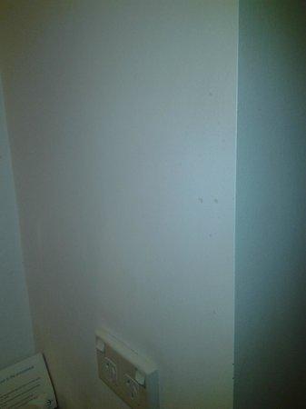 Mantra on Northbourne Canberra : Marks on walls