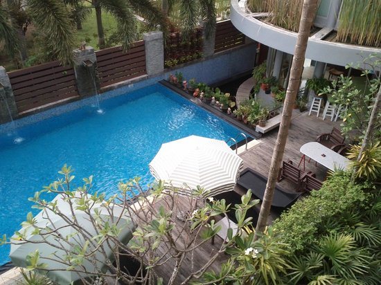 Baan Suwantawe:                                     Pool view 2