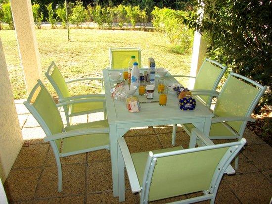 Résidences Club Odalys Acqua Linda et Acqua Bella :                   Le salon de jardin