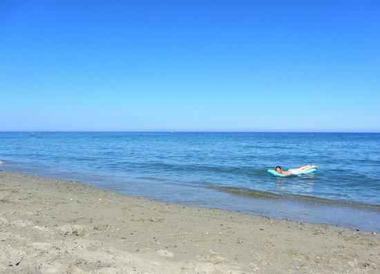 Residence Acqua Linda:                   La plage au bout de la résidence