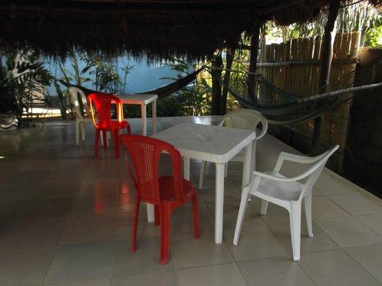 Bambu Hostel :                   Espace hamacs et repos.