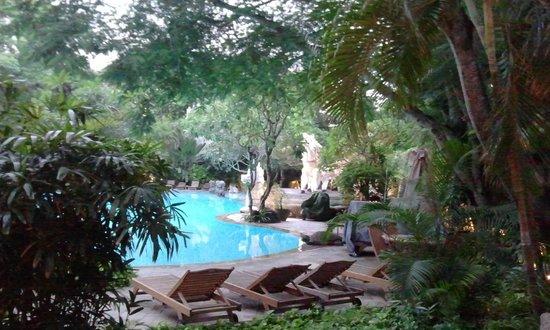 Hotel Kumala Pantai:                   Blick zum grossen Pool