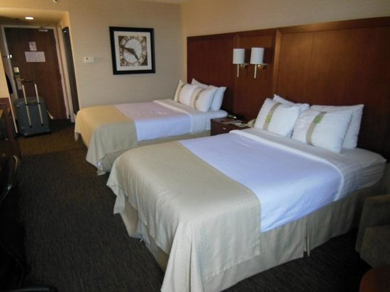 Holiday Inn Oakville Centre:                   Twin room