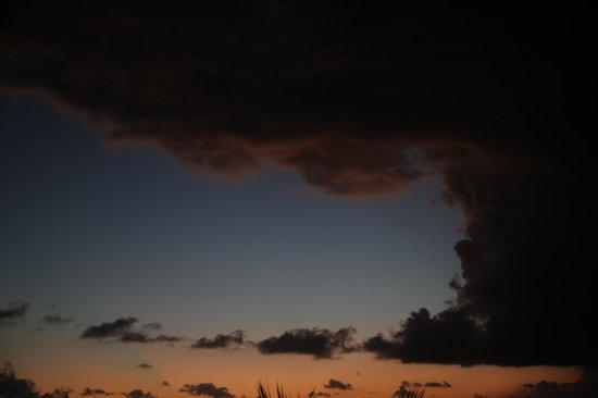 Lions Dive & Beach Resort Curacao:                   Uitzicht kamer 's avonds