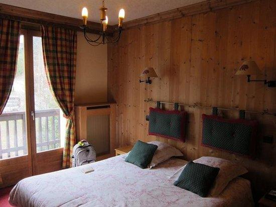 Hotel Le Gai Soleil: Charming little room