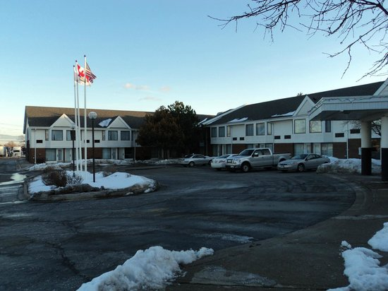 BEST WESTERN PLUS Brampton: Outside View of Front of Hotel