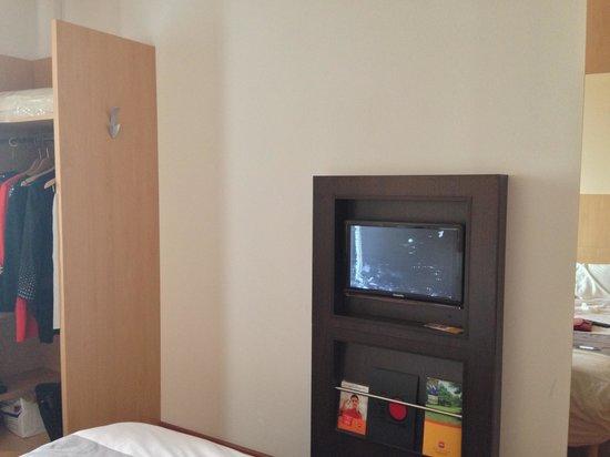 ibis Kiev City Center:                   Телевизор