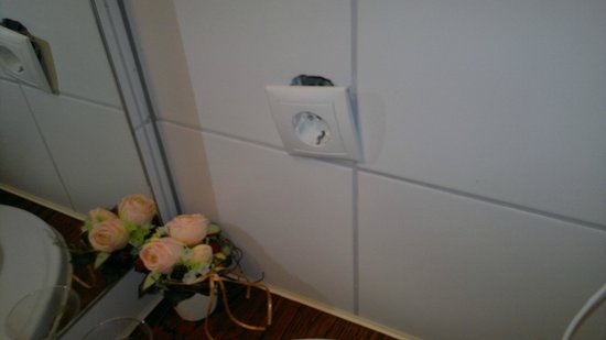 Drachenfelshotel:                                     This is very unsafe in the bathroom...