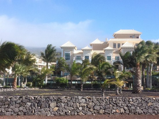 Gran Melia Palacio de Isora Resort & Spa: View of hotel from sea front