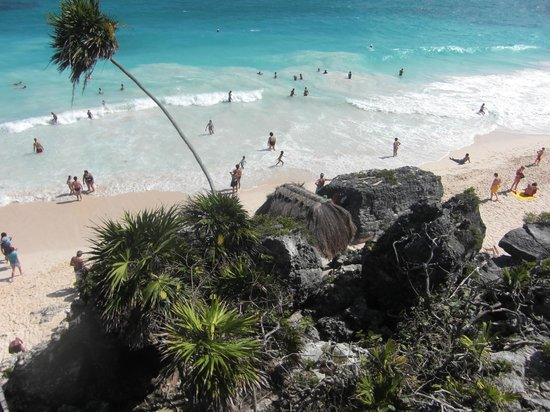 Cabanas Zazilkin:                                     blick von tulum maya ruine