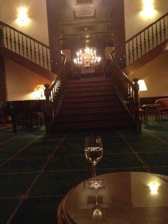 Steigenberger Hotel Thüringer Hof:                   Very traditional lobby lounge & bar