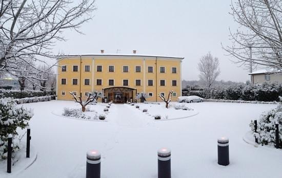 La Dimora Del Baco Hotel:                   la Dimora com la neve
