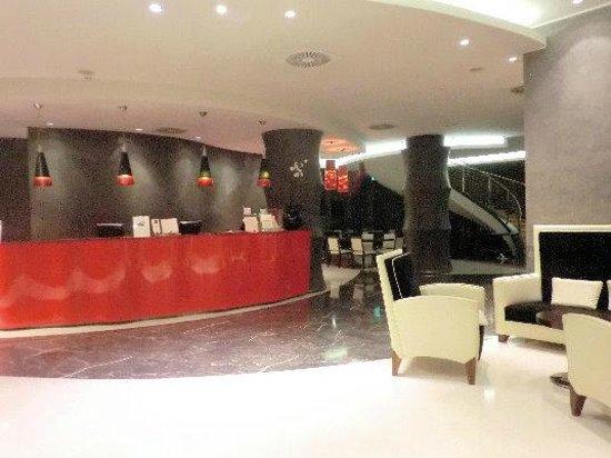 UNA Hotel Malpensa:                   ロビー