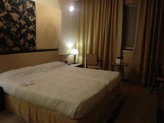 UNA Hotel Malpensa:                   ツインルーム室内
