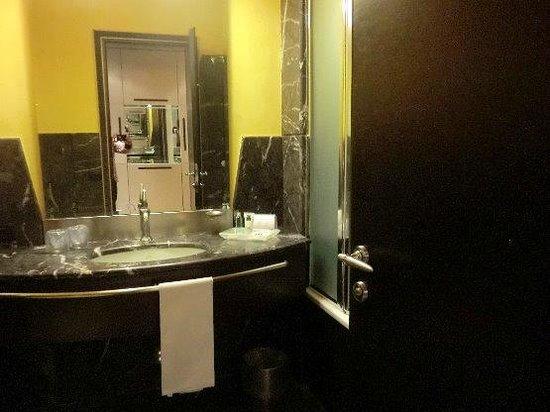 UNA Hotel Malpensa:                   バスルーム