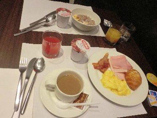 UNA Hotel Malpensa:                   朝食