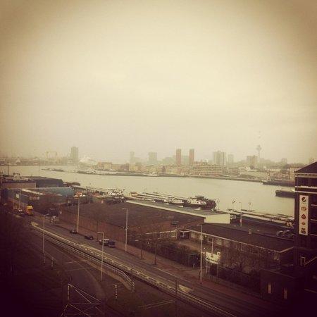 Art Hotel Rotterdam :                   Uitzicht suite