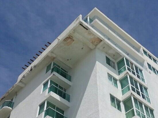 BelleVue Beach Paradise:                   se esta callendo y les vale no se como dicen que es  bueno