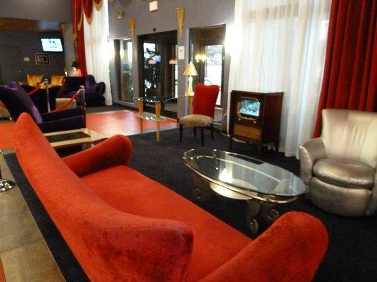 Elvis Presley's Heartbreak Hotel: foyer