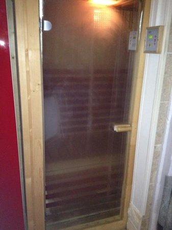 Une Nuit Ailleurs:                                     sauna:)
