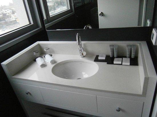 Leonardo Boutique Rehovot:                   main bathroom