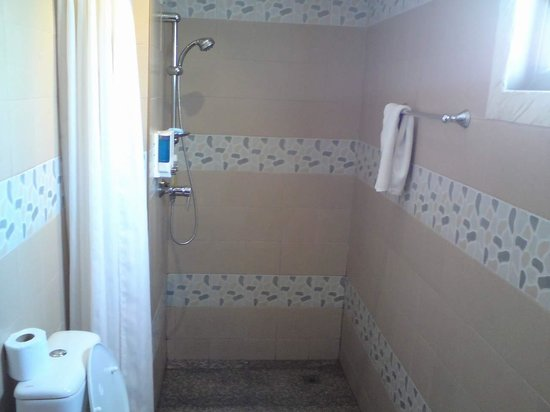 Secrets Bar, Nightclub & Hotel:                   shower