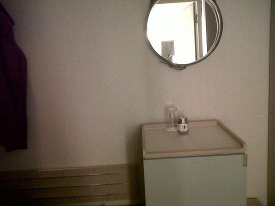The Ritz-Carlton, Wolfsburg:                                                       Entrée, avec minibar, mini glace, porte-ma