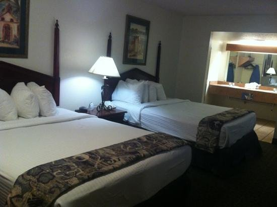 Stevens Inn:                   2 queens room