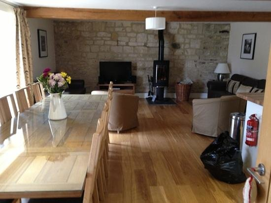 New Leaf Farm Holiday Cottages: larger living area