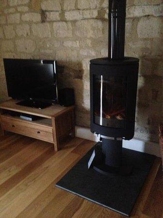 New Leaf Farm Holiday Cottages: amazing log burner