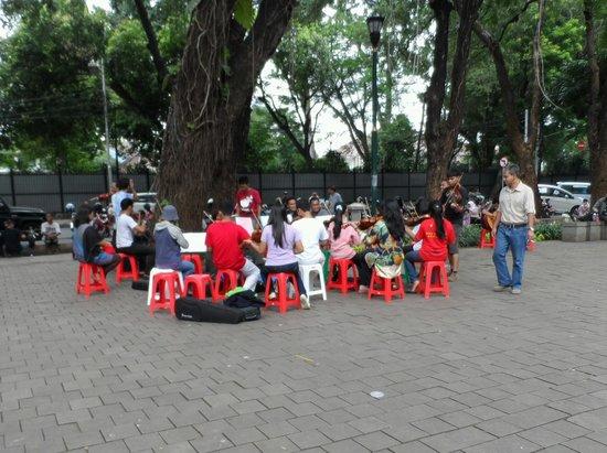Taman Suropati: Young musicians practising..