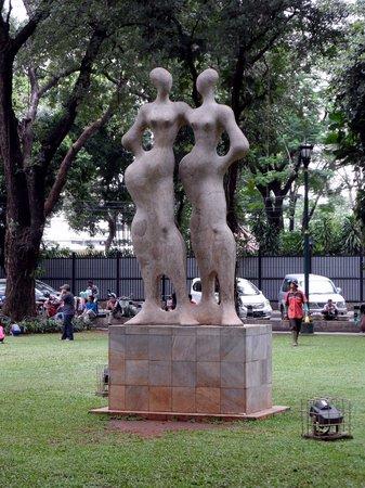 Taman Suropati: Sculpture..