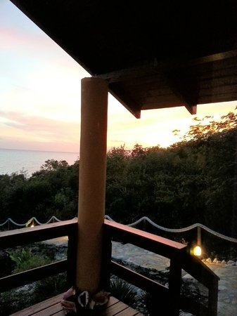 Shannas Cove Resort:                   night in the room