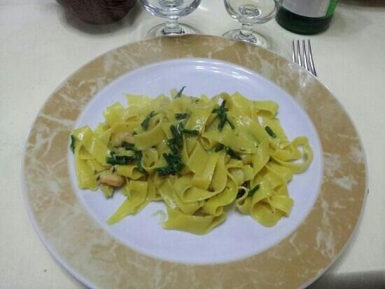 Ristorante Franco e Silvana: tagliatelle asparagi gamberetti e zafferano