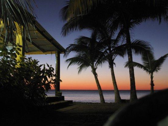 Sisters Sea Lodge:                   Meersicht beim Restaurant