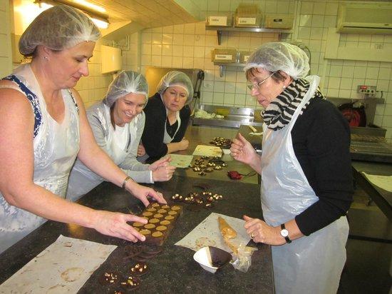 Planete Chocolat :                   making pralines