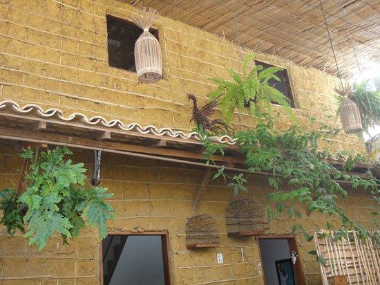 Dona Mariquita:                   parede de sapê